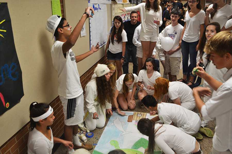 Juniors collaborate on their class mural with the theme Under the Sea.
