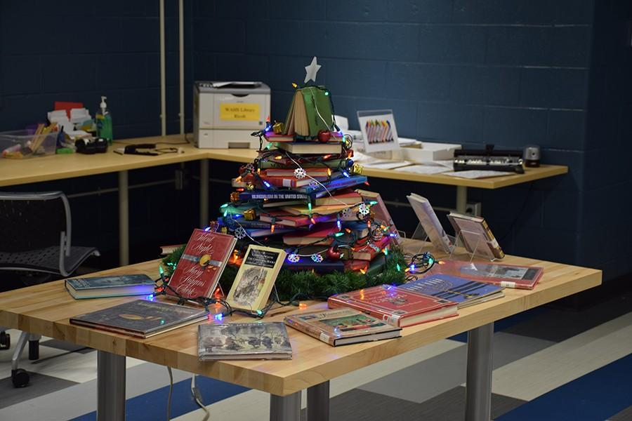 The+illuminated+tree+of+books+in+the+library+spreads+cheer+to+hardworking+students.
