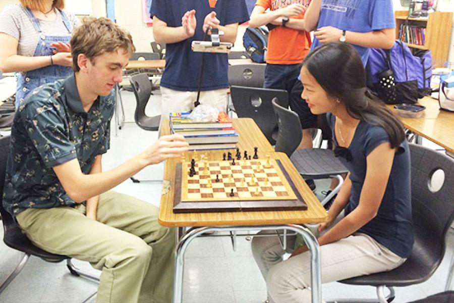 Sophie took on reporter Alex Lehmbeck in a friendly lunchtime match.