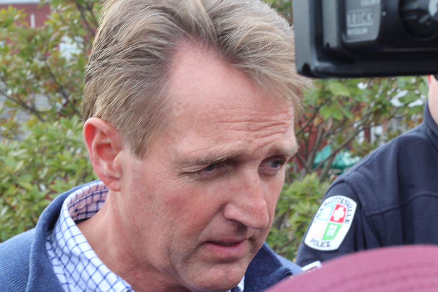 Sen.+Jeff+Flake+%28AZ%29+speaks+with+reporters+at+the+AMTRAK+station+in+Charlottesville.++Flake+was+among+dozens+of+lawmakers+aboard+the+train+when+it+crashed+in+Crozet.+