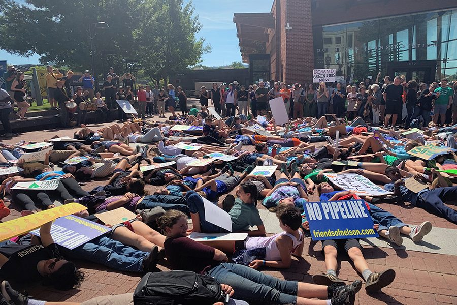 Students+stage+a+%22die-in%22+at+Charlottesville%27s+downtown+mall+to+protest.